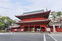 Πύλη Sangedatsumon στο ναό Zojoji στο Τόκιο στοκ εικόνα