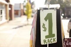 πώληση ενδυμάτων χρησιμοπ&om Στοκ Φωτογραφίες