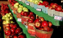πώληση μήλων Στοκ φωτογραφία με δικαίωμα ελεύθερης χρήσης