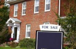 πώληση σπιτιών στοκ φωτογραφία με δικαίωμα ελεύθερης χρήσης
