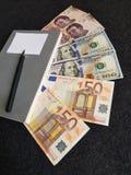 πώς να πετύχει στο εμπόριο, τα βιβλία με τους follar λογαριασμούς, τις ευρο- σημειώσεις και τα μεξικάνικα τραπεζογραμμάτια Στοκ φωτογραφία με δικαίωμα ελεύθερης χρήσης