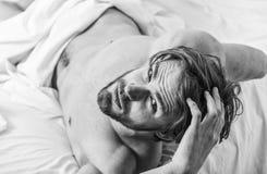 Πώς να σηκωθεί το πρωί που αισθάνεται φρέσκο Απολαύστε κάθε πρωί Άκρες πώς ξυπνήστε να αισθανθεί φρέσκος και ενεργητικός E στοκ φωτογραφίες