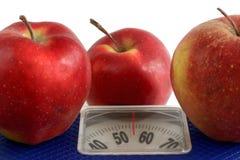 Πώς να χάσει το βάρος με τη βοήθεια της διατροφής της Apple Στοκ φωτογραφία με δικαίωμα ελεύθερης χρήσης