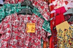 Πώληση ενδυμάτων Στοκ φωτογραφία με δικαίωμα ελεύθερης χρήσης