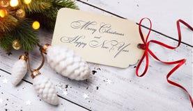 Πώληση διακοπών Χριστουγέννων  ελαφρύ υπόβαθρο δέντρων  Στοκ εικόνα με δικαίωμα ελεύθερης χρήσης