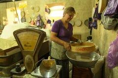 Πώληση των αγροτικών προϊόντων στην κεντρική αγορά τροφίμων Στοκ Εικόνες