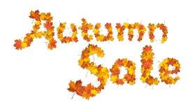 Πώληση φθινοπώρου λέξεων φιαγμένη από φωτεινά φύλλα σφενδάμου Στοκ φωτογραφίες με δικαίωμα ελεύθερης χρήσης