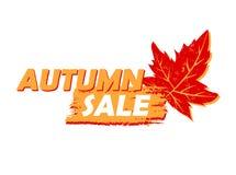 Πώληση φθινοπώρου με την κίτρινης και συρμένος πορτοκάλι ετικέτα φύλλων, Στοκ Εικόνες