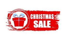Πώληση Χριστουγέννων και κιβώτιο δώρων στο κόκκινο συρμένο έμβλημα Στοκ εικόνα με δικαίωμα ελεύθερης χρήσης