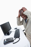 Πλάγια όψη ενός εξαγριωμένου επιχειρηματία που χρησιμοποιεί ένα όργανο ελέγχου Στοκ Εικόνα