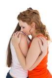 Πλάγια όψη ενός νέου θηλυκού που αγκαλιάζει το φίλο της στοκ φωτογραφίες