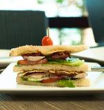 Πλάγια όψη σάντουιτς λεσχών μπέϊκον Στοκ φωτογραφία με δικαίωμα ελεύθερης χρήσης