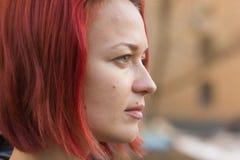 Πλάγια όψη σχεδιαγράμματος μιας νέας κοκκινομάλλους γυναίκας στοκ φωτογραφία με δικαίωμα ελεύθερης χρήσης