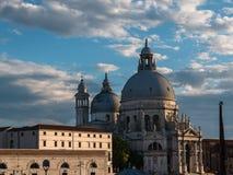 Πλάγια όψη της εκκλησίας χαιρετισμού della της Σάντα Μαρία στη Βενετία, Ιταλία Στοκ εικόνες με δικαίωμα ελεύθερης χρήσης