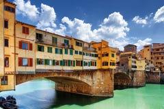 Πλάγια όψη της μεσαιωνικής γέφυρας Ponte Vecchio στη Φλωρεντία, Ιταλία Στοκ φωτογραφίες με δικαίωμα ελεύθερης χρήσης