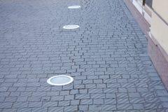 Πλάκες επίστρωσης στο μονοπάτι Στοκ εικόνες με δικαίωμα ελεύθερης χρήσης