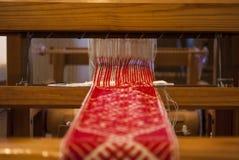 Πλέκοντας λετονικές διακοσμήσεις Στοκ φωτογραφία με δικαίωμα ελεύθερης χρήσης