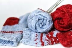 Πλέκοντας νήμα και κάλτσες Στοκ Εικόνες