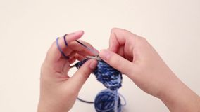 Πλέξιμο γυναικών φιλμ μικρού μήκους