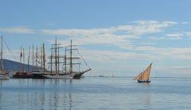 Πλέοντας βάρκα και ψηλά σκάφη Στοκ Εικόνες