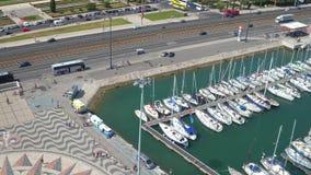Πλέοντας βάρκες στη μαρίνα του Βηθλεέμ στη Λισσαβώνα απόθεμα βίντεο