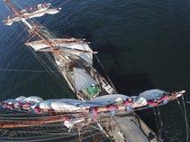 Πλέοντας με το tallship ή sailboat, άποψη από υψηλά Στοκ Φωτογραφία