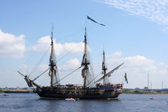 Πλέοντας σκάφος πειρατών Στοκ Εικόνες