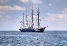 Πλέοντας σκάφος στη θάλασσα Στοκ Εικόνες