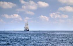 Πλέοντας σκάφος στη θάλασσα Στοκ Εικόνα