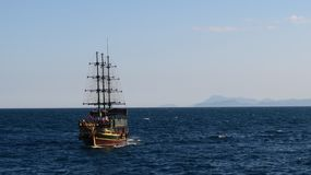 Πλέοντας σκάφος Gulet Turisk κοντά στο λιμάνι Oldtown σε Kaleici, Antalya - Τουρκία Στοκ Εικόνες