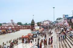 Πλήθη στα ghats σε Haridwar, Ινδία Στοκ Φωτογραφία