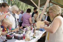 Πλήθος αγορά τεχνών και τεχνών Στοκ Εικόνες