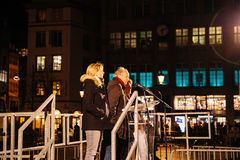 Πλήθος που ακούει την ομιλία στο κέντρο του Στρασβούργου Στοκ Εικόνες