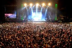 Πλήθος σε μια συναυλία στο φεστιβάλ Dcode Στοκ Εικόνες