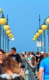 Πλήθος σε Miedzyzdroje αποβάθρα-Πολωνία Στοκ εικόνα με δικαίωμα ελεύθερης χρήσης