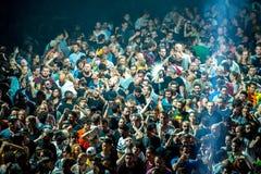 Πλήθος στην ντισκοτέκ Στοκ φωτογραφία με δικαίωμα ελεύθερης χρήσης