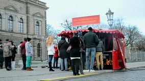Πλήθος τουριστών κοντά στη στοά των παλιών δασκάλων, Δρέσδη, Γερμανία, φιλμ μικρού μήκους