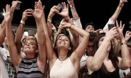 Πλήθος του χορού ανθρώπων Στοκ εικόνα με δικαίωμα ελεύθερης χρήσης