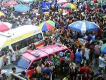 Πλήθος των ανθρώπων που γιορτάζουν το παραδοσιακό φεστιβάλ έτους Songkran νέο Στοκ φωτογραφίες με δικαίωμα ελεύθερης χρήσης