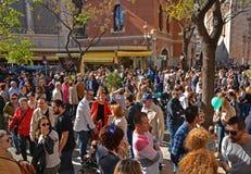 Πλήθος των ανθρώπων Plaza del Mercado στη Βαλένθια Στοκ Φωτογραφία