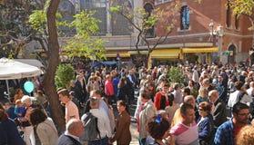 Πλήθος των ανθρώπων Plaza del Mercado στη Βαλένθια Στοκ φωτογραφία με δικαίωμα ελεύθερης χρήσης