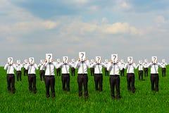 Πλήθος των επιχειρηματιών με το ερωτηματικό Στοκ Εικόνες
