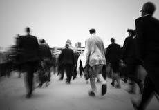Πλήθος των επιχειρηματιών στο δρόμο τους να εργαστούν Στοκ Εικόνες