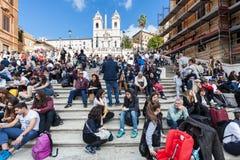 Πλήθος των τουριστών στα ισπανικά βήματα στη Ρώμη Στοκ Εικόνες
