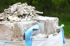 Πλήρεις τσάντες ερειπίων συντριμμιών αποβλήτων κατασκευής Στοκ φωτογραφία με δικαίωμα ελεύθερης χρήσης