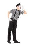 Πλήρες πορτρέτο μήκους να φωνάξει καλλιτεχνών mime στοκ εικόνες