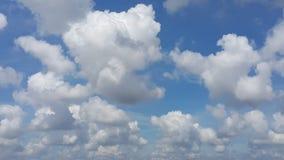 Πλήρες πλαίσιο των σύννεφων που υπολογίζουν με το υπόβαθρο μπλε ουρανού Στοκ φωτογραφίες με δικαίωμα ελεύθερης χρήσης