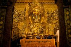 Πλήρης μπροστινή άποψη του Mahamuni Βούδας Στοκ εικόνα με δικαίωμα ελεύθερης χρήσης