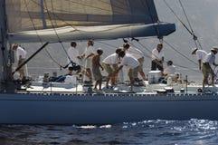 Πλήρωμα που εργάζεται Sailboat Στοκ Εικόνες