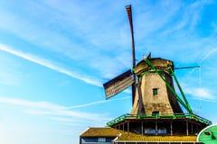 Πλήρως - λειτουργικός ιστορικός ολλανδικός ανεμόμυλος σε Zaanse Schans στοκ εικόνα με δικαίωμα ελεύθερης χρήσης